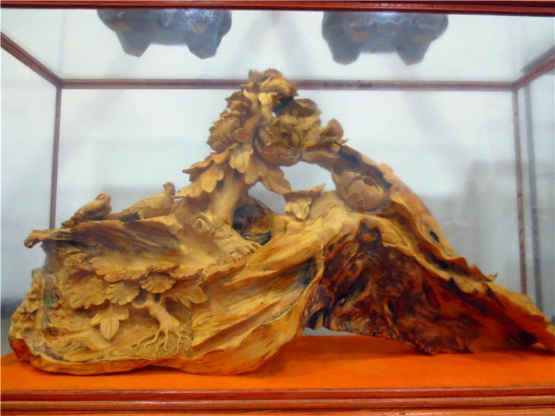 香缘艺雕 经营: 根雕精品,茶盘,茶桌, 手珠,手串,各种工艺品批发