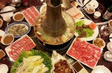 内蒙木炭火锅涮羔羊肉