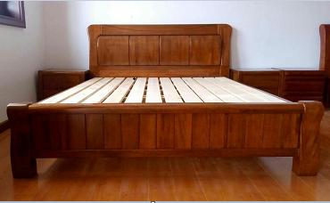 金丝柚木原木床(含床头柜)